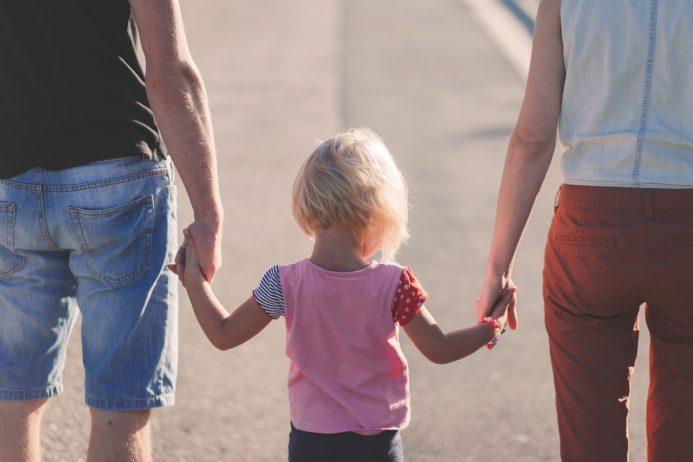 Lęk separacyjny: przyczyny, objawy oraz jak pomóc dziecku i sobie